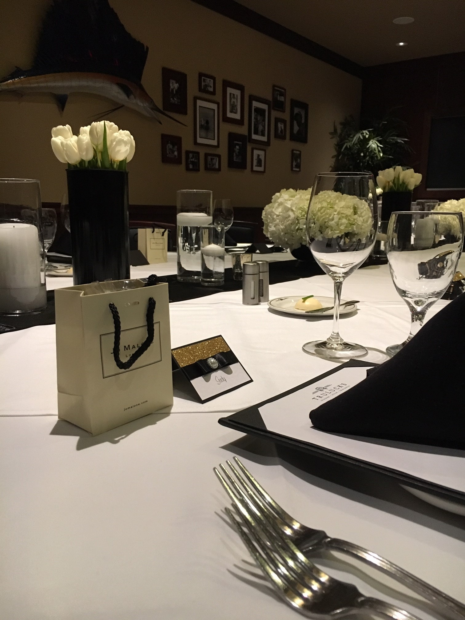 Dallas private dining room decorated with white tulips and white hydrangea