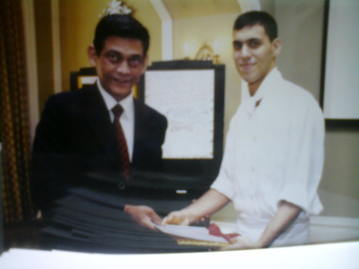 Yohan Vajifdar receiving the award for Best Intern from the General Manager at the Taj Mahal
