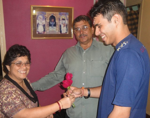 Yohan Vajifdar with his parents