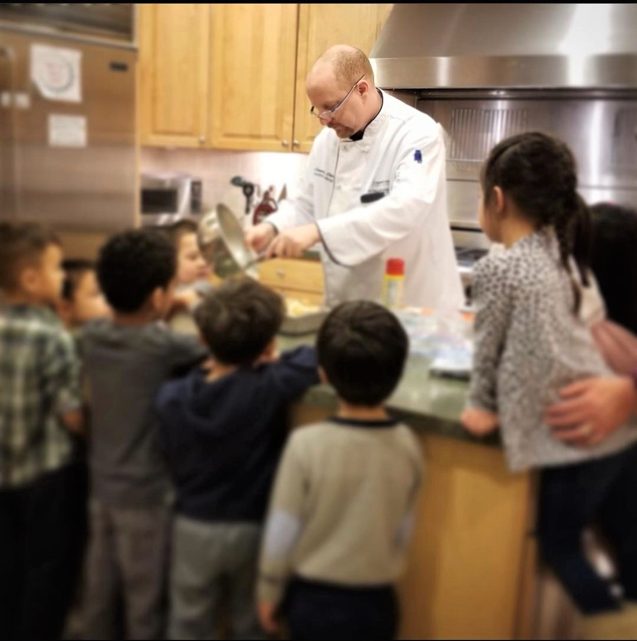 picture of Chef Laurence Cohen cooking for school children