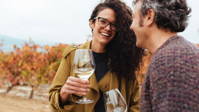 picture of a man and woman smiling and holding Rioja wine glasses