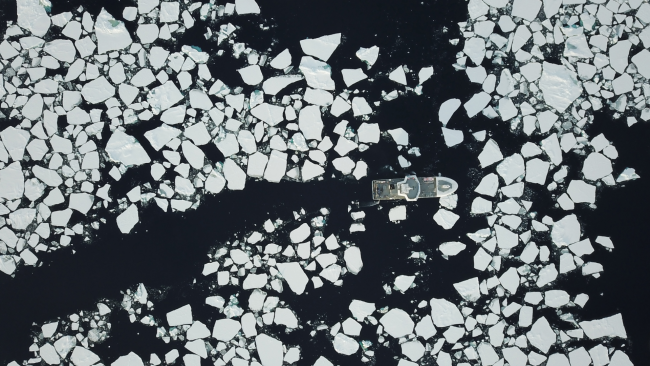 picture of boat in icy waters